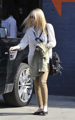 Dakota Fanning Proenza Schouler PS1 Proenza Schouler Medium Messenger Satchel