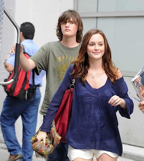 Leighton Meester YSL It bag Yves Saint Laurent Roady Buffalo